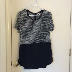 Cute top with zipper on the back